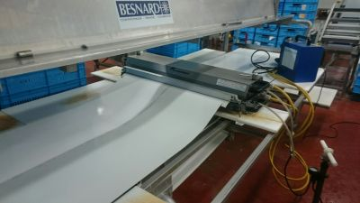 Сервиз на място - залепване и монтаж на транспортна лента PU/1.4mm на  машина за преработка на пилешко месо - Технокон ООД - София